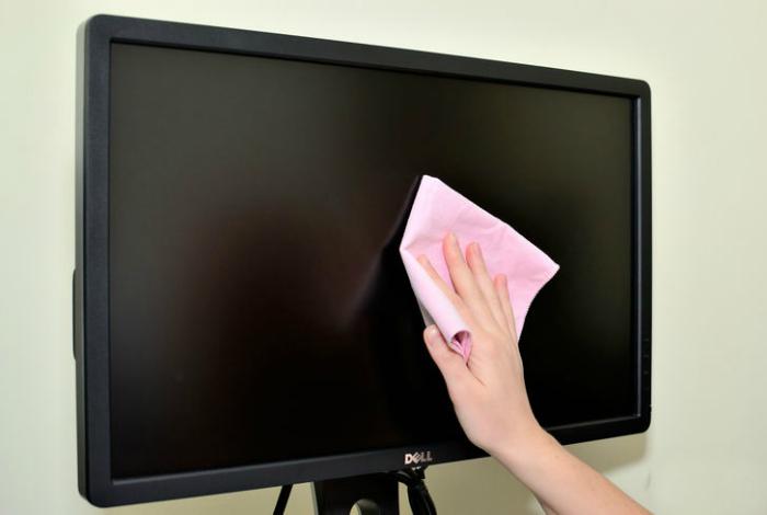Чистка экранов и мониторов.