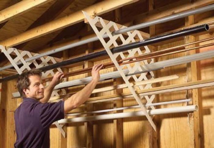 Решетка для хранения труб и плинтусов.