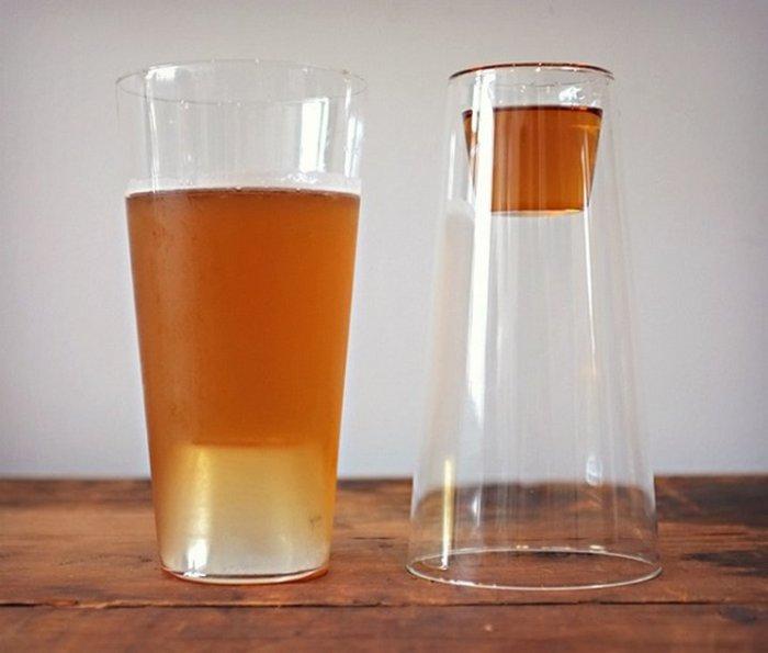 Двухсторонний стакан, из которого можно пить пиво и шоты.
