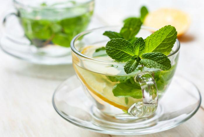 Мятный чай для нормализации баланса жидкости.