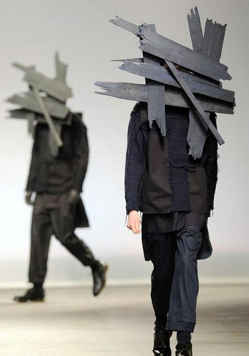 Доски на голове.