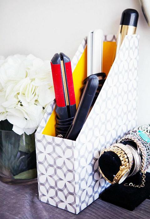 В обыкновенной коробке для папок и журналов можно хранить множество всяческих мелочей.
