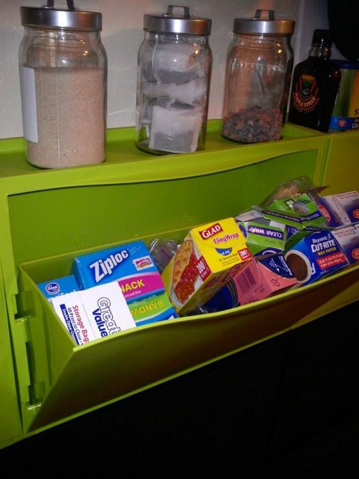 Кухонный шкафчик из галошницы.