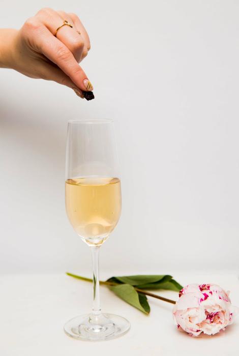 Вернуть пузырьки в шампанское. | Фото: Женский журнал «Секретик.