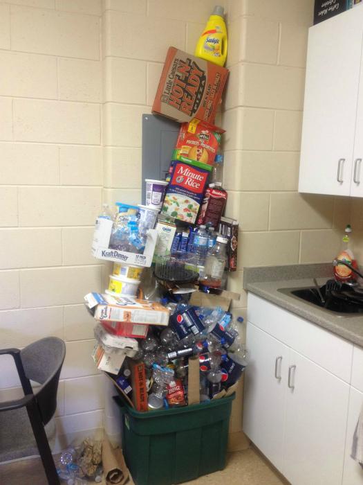 Цель - собрать гору мусора под самый потолок. | Фото: Imgur.