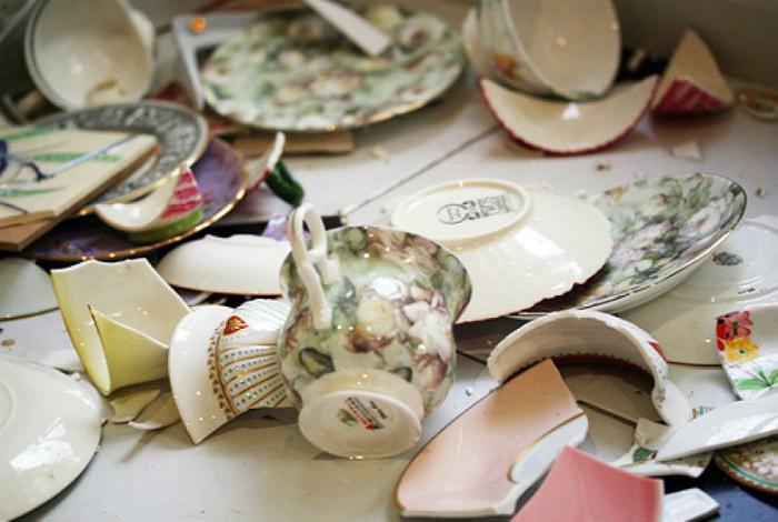 Битая, треснувшая и бракованная посуда. | Фото: KakZachem.ru.