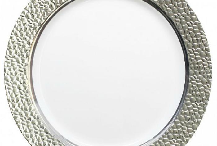 Даже небольшой металлический ободок на тарелке, под воздействием микроволн, может спровоцировать пожар.