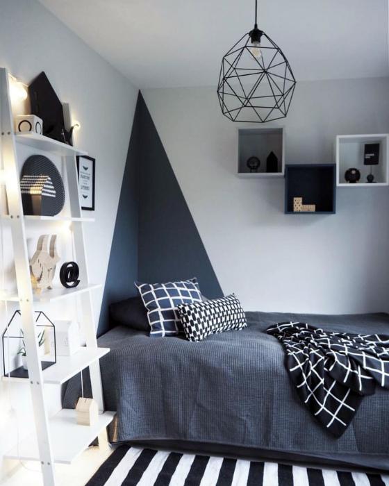 Детская спальня с оригинальным дизайном стен.