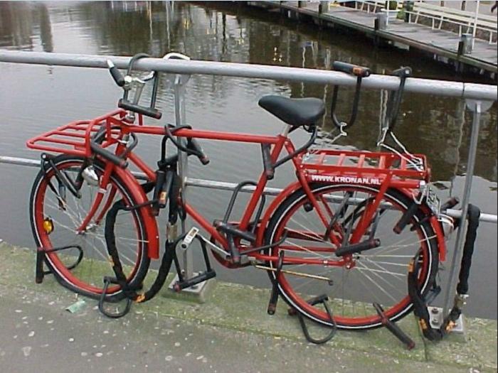 Когда очень сильно любишь старый велосипед и не хочешь покупать новый. | Фото: GameK.