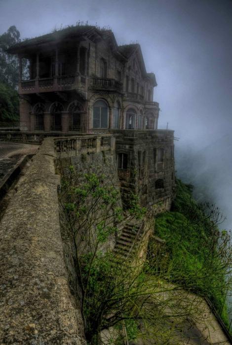 Заброшенный отель в Колумбии.