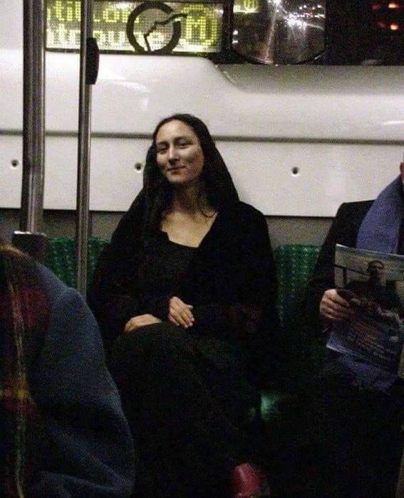 «Увидеть Мону Лизу вживую - выполнено!» | Фото: Pinterest.