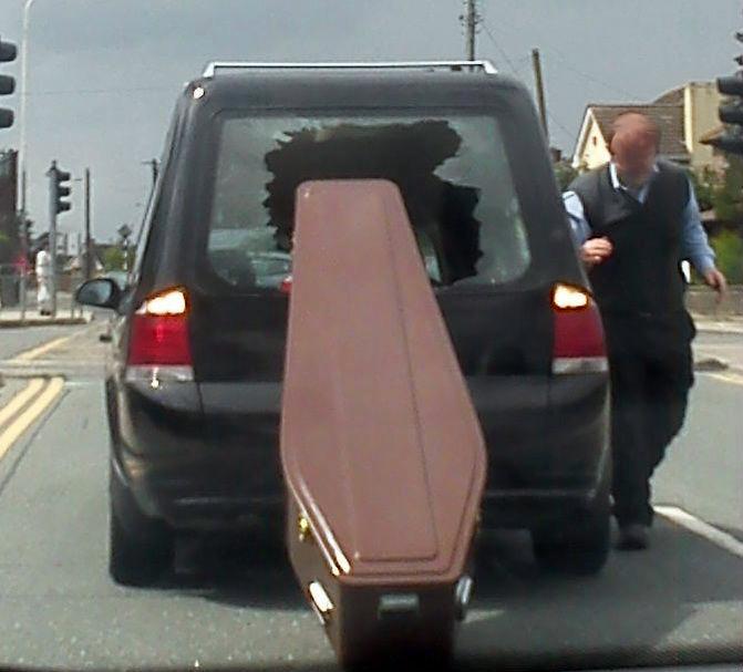 В этом гробу точно лежит какой-то счастливчик. | Фото: Broadsheet.ie.