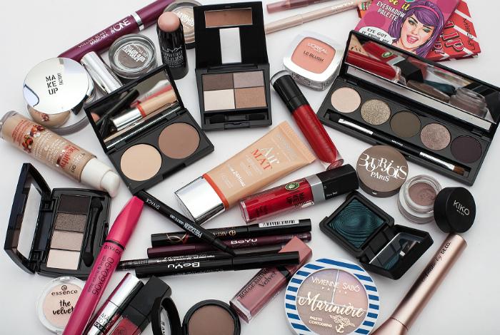 Старая косметика. | Фото: Beauty Insider.