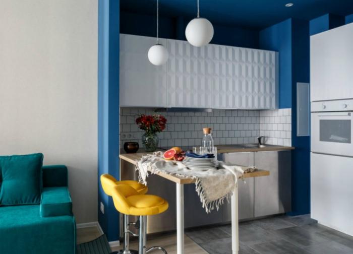 Компактный стол в кухню. | Фото: Vikup-estate.ru.