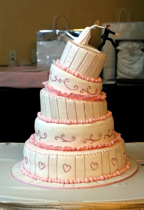 Забавный падающий торт.