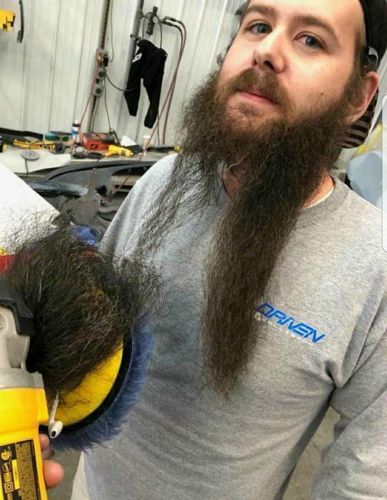Экстремальная стрижка бороды.
