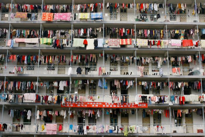 По количеству белья можно определить, сколько примерно людей там живет. | Фото: The Magic cafe.