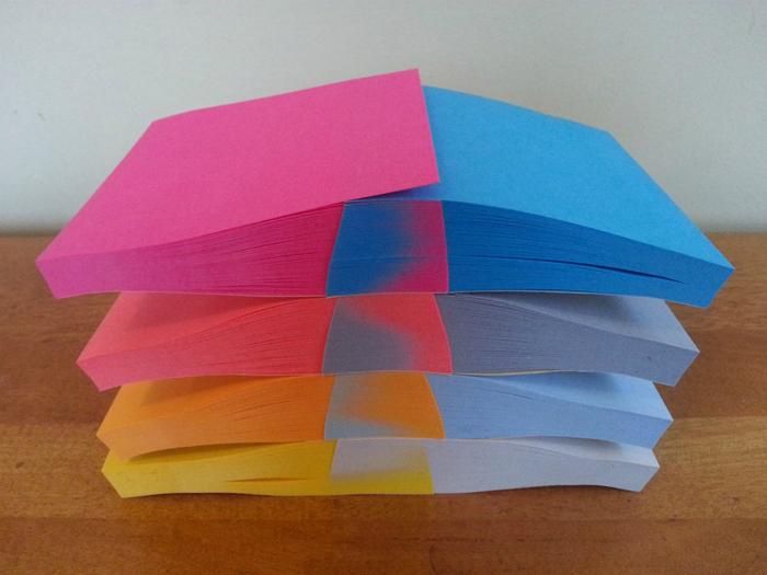Симбиоз цветных стикеров.