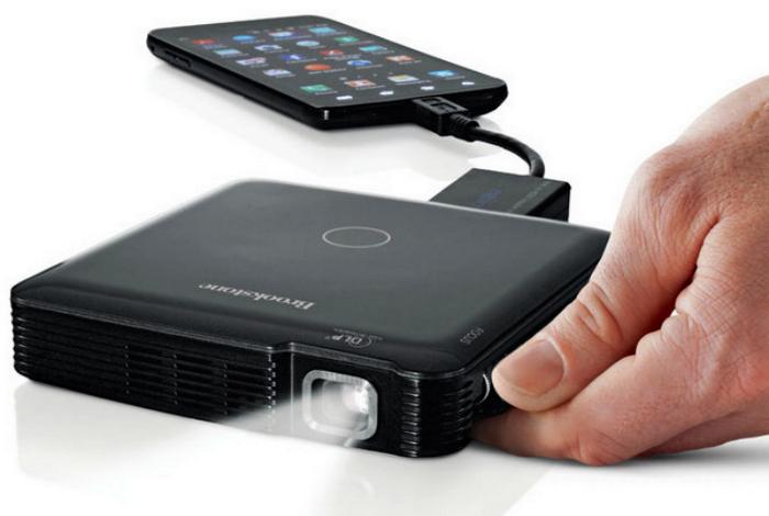 Карманный проектор Brookstone HDMI Pocket Projector.