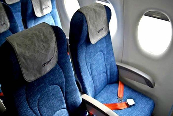 Ремень безопасности может помешать быстро покинуть самолет в случае чрезвычайной ситуации.