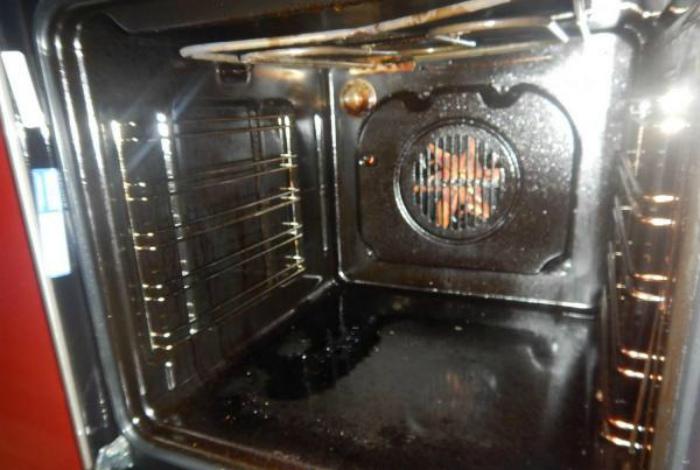 Подтеки в духовки. | Фото: Отзовик.