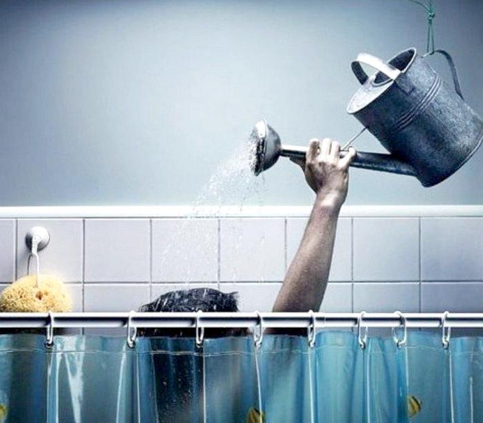 Ежедневные водные процедуры. | Фото: 24 Канал.