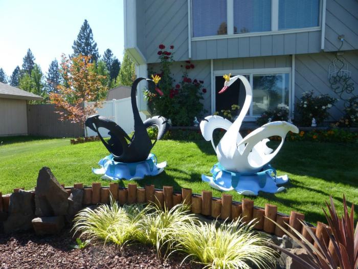 Лебеди из автомобильных покрышек. | Фото: Nashgazon.com.
