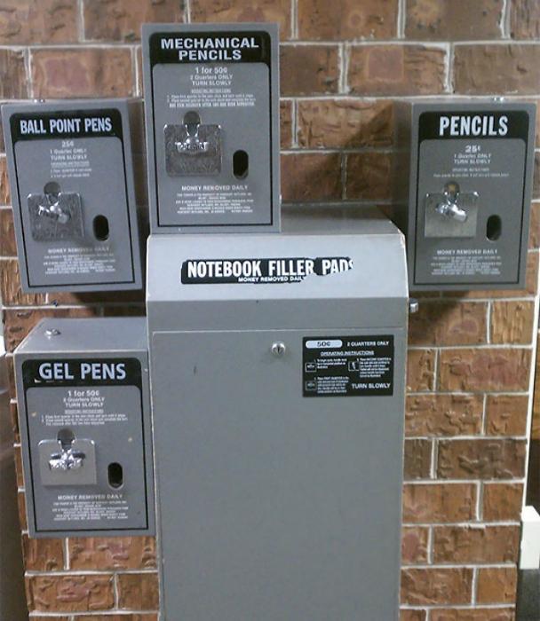 Вендинговые автоматы с канцелярскими принадлежностями.