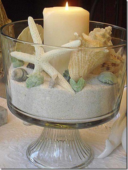 Очень красиво выглядят ракушки в стеклянной посуде. Их можно насыпать в вазы, бутылки, стаканы-подсвечники и любые другие сосуды.