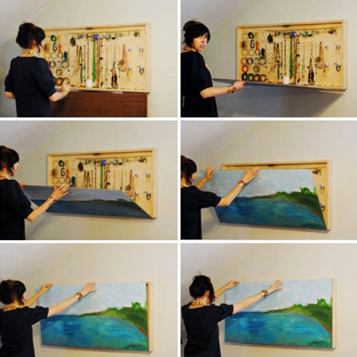 Ящик для украшений за картиной.