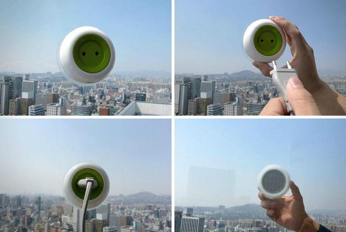 Розетка, которая использует солнечную энергию и позволит зарядить небольшие электроустройства в любом месте, где есть окно.