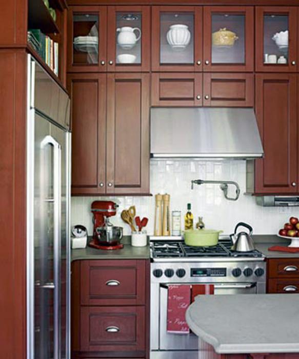 Кухня в классическом коричневом цвете.