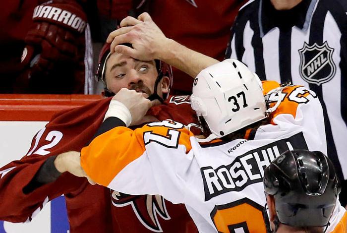 «Ой, тебе там соринка в глаз попала!» | Фото: Sportas.lt.