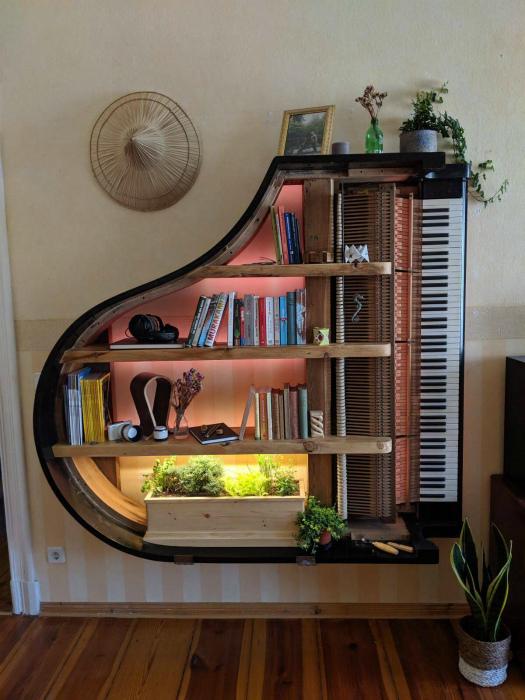 Полка в виде рояля. | Фото: Zefirka.