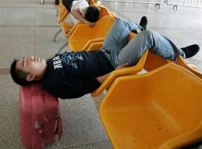 Томительное ожидание в аэропорту. | Фото: Entere.se.