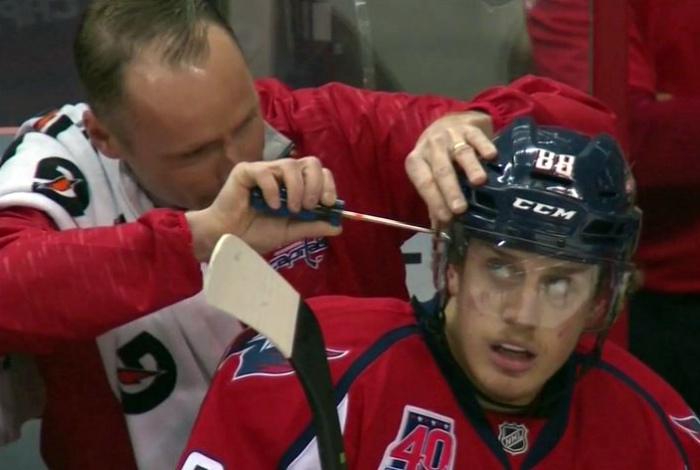 Ремонт хоккеиста.