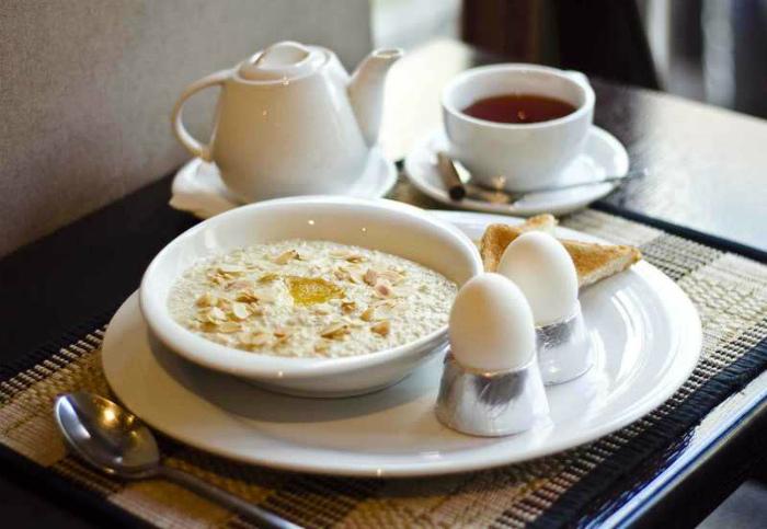 Овсянка на завтрак и чай в пять часов.