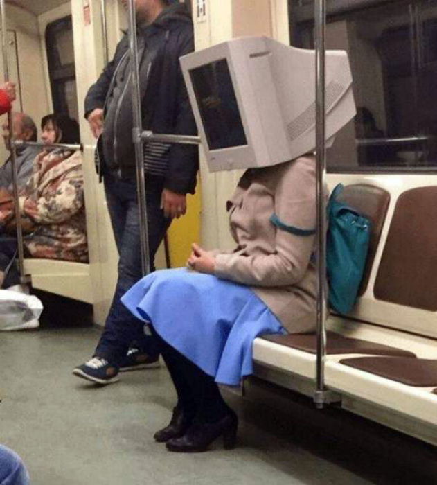Экстравагантный головной убор. | Фото: Тут забавно.