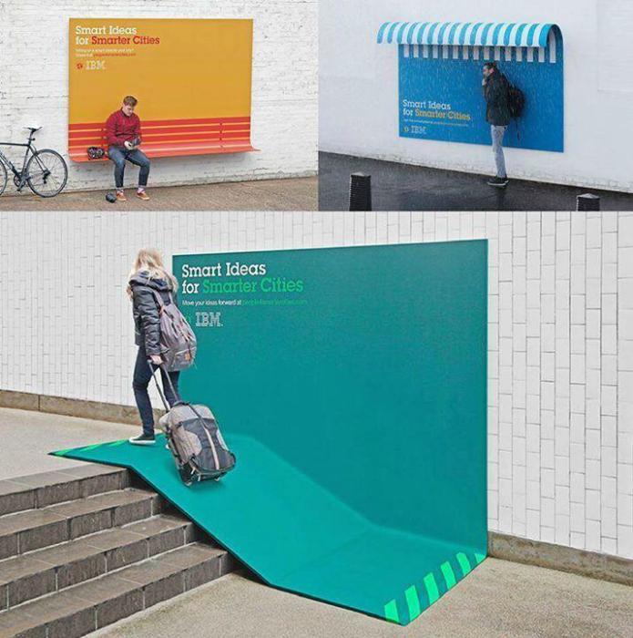 Рекламные щиты с пандусом, скамейкой и крышей.
