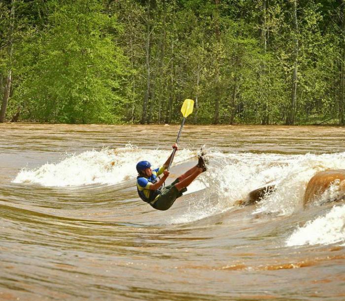 Летающий человек с веслом. | Фото: pixmafia.com.