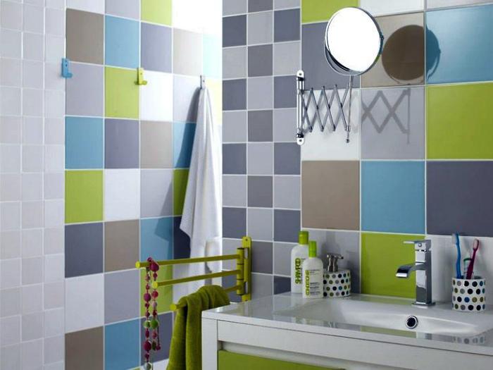 Клетчатая стена в ванной. | Фото: apartloanfudousan.info.