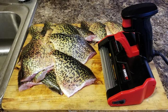 Автоматическое устройство для чистки рыбы.