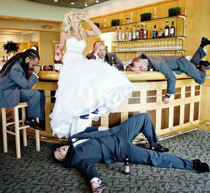 Отмечая собственную свадьбу, невеста перепила всех мужчин.