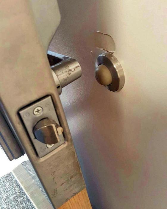 Ограничитель для двери.