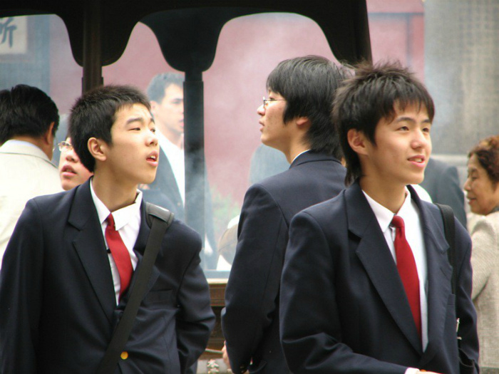 Смотреть собеседнику в глаза в Китае и Японии. | Фото: Сторифокс.