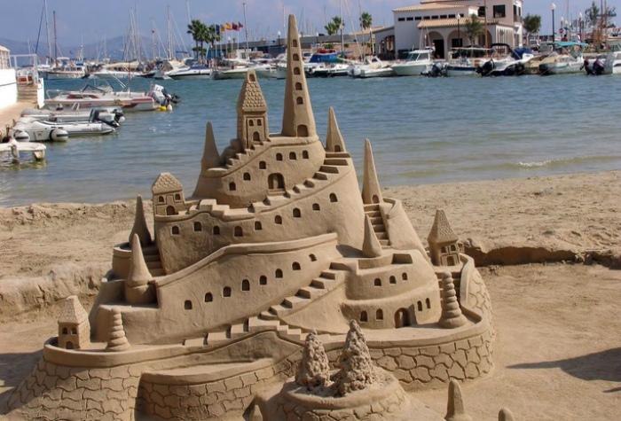 Запрет на строительство песчаных замков. Филиппины. | Фото: WomanWiki.