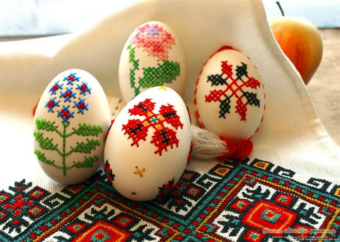 Яйца-вышиванки.