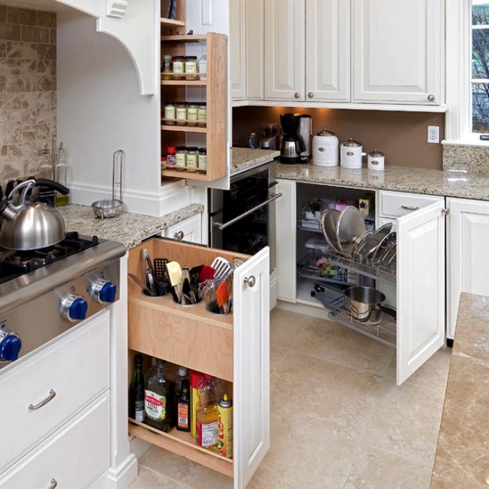 Выдвижные системы на кухне. | Фото: yandex.ru.