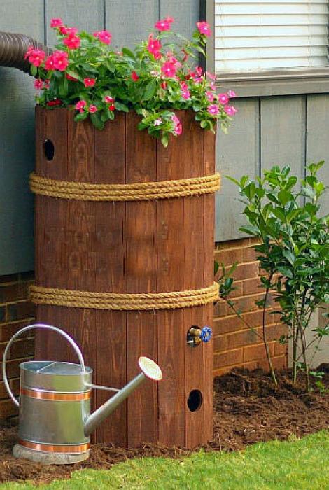 Бочка для хранения дождевой воды.