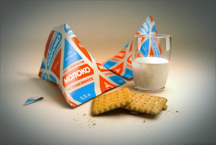 Молоко в удобных треугольных пакетах.